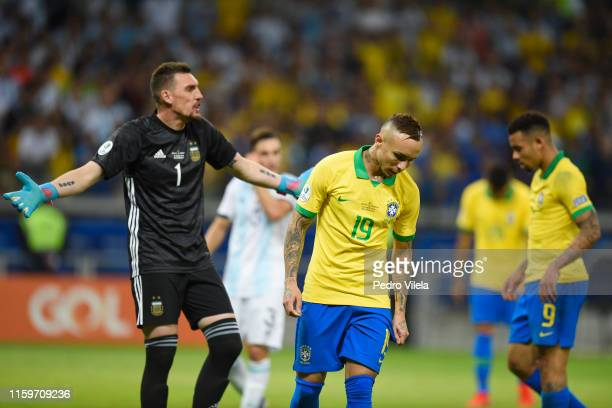 Everton of Brazil and Franco Armani of Argentina react during the Copa America Brazil 2019 Semi Final match between Brazil and Argentina at Mineirao...