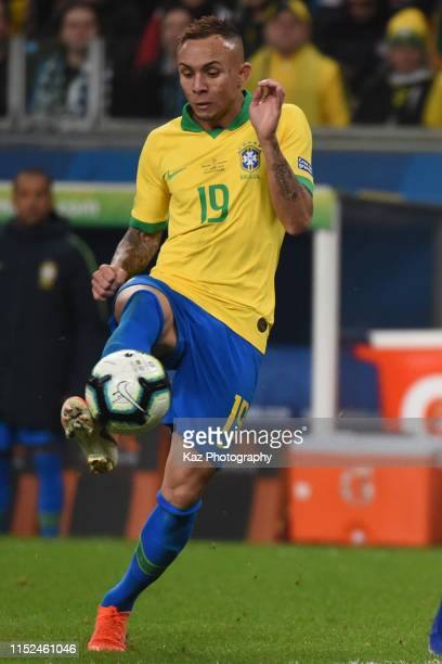 Everton of Brazil controlles the ball during the Copa America Brazil 2019 quarterfinal match between Brazil and Paraguay at Arena do Gremio on June...