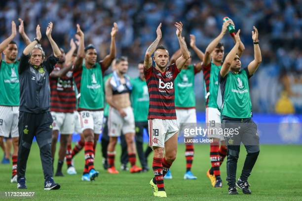 Everton of Flamengo acknowledges the fans after a semi final first leg match between Gremio and Flamengo as part of Copa CONMEBOL Libertadores 2019...