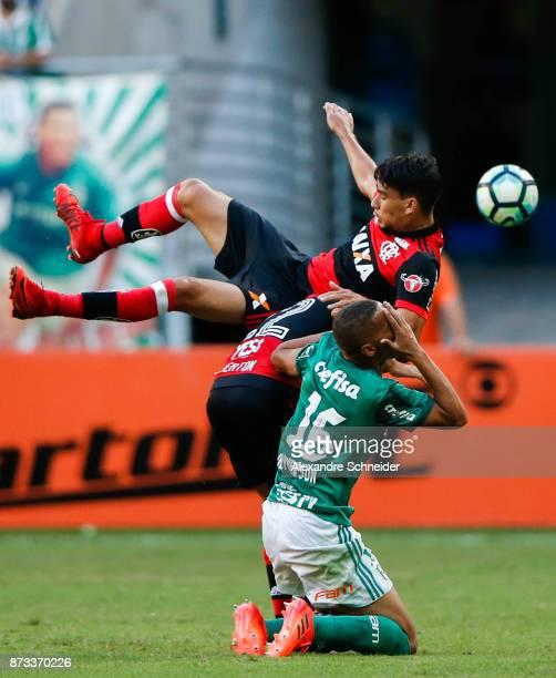 Everton of Flamengo and Deyverson of Palmeiras in action during the match between Palmeiras and Flamengo for the Brasileirao Series A 2017 at Allianz...