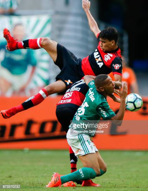 Everton of Flamengo and Deyverson of Palmeiras in action during the match between Palmeiras and Flamengo for the Brasileirao Series A 2017 at Allianz...