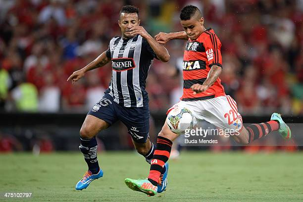 Everton of Flamengo battles for the ball against Pedro Quinonez of Emelec during a match between Flamengo and Emelec as part of Copa Bridgestone...