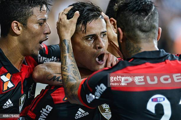 Everton of Flamengo celebrates a scored goal against Atletico MG during a match between Atletico MG and Flamengo as part of Copa do Brasil 2014 at...