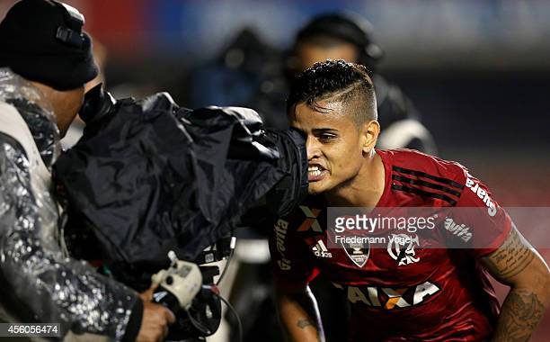 Everton of Flamengo celebrates scoring the first goal during the match between Sao Paulo and Flamengo for the Brazilian Series A 2014 at Estadio do...