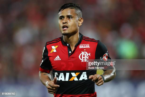 Everton of Flamengo looks on during a match between Flamengo and Palmeiras as part of Brasileirao Series A 2017 at Ilha do Urubu Stadium on July 19...