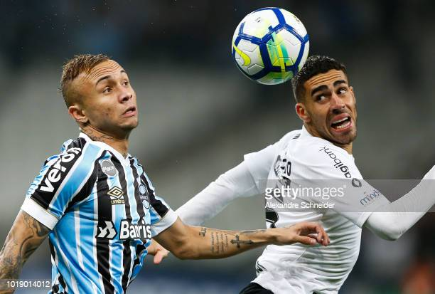 Everton of Gremio and Gabriel of Corinthians in action during the match for the Brasileirao Series A 2018 at Arena Corinthians Stadium on August 18...