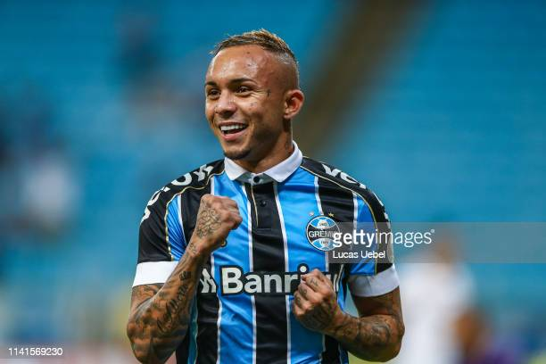 Everton of Gremio celebrates after scoring their second goal during the match between Gremio and Fluminense as part of Brasileirao Series A 2019 at...