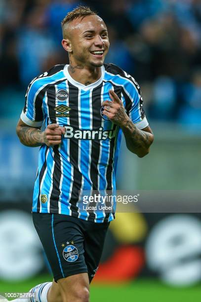 Everton of Gremio celebrates their second goal during the match Gremio v Sao Paulo as part of Brasileirao Series A 2018 at Arena do Gremio on July 26...