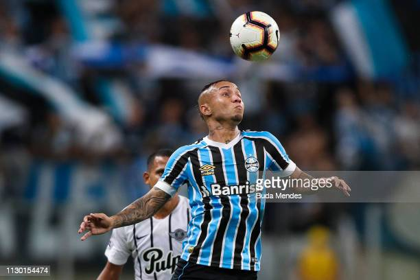 Everton of Gremio struggles for the ball with Sergio Daniel Aquino of Libertad during a match between Gremio and Libertad as part of Copa CONMEBOL...