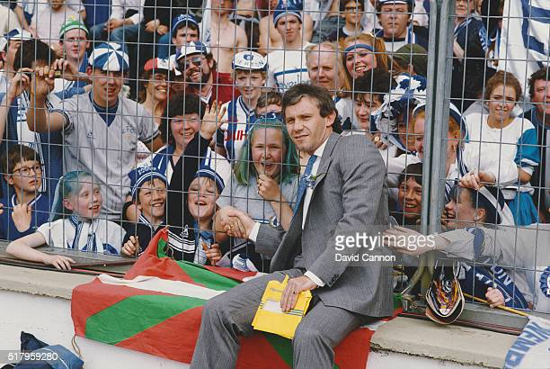 Everton player Peter Reid meets the fans through the security fence before the 1985 FA Cup Final between Everton and Manchester United at Wembley...