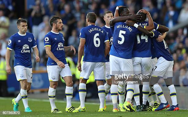 Everton players celebrate Romelu Lukaku of Everton scoring during the Premier League match between Everton and Middlesbrough at Goodison Park on...
