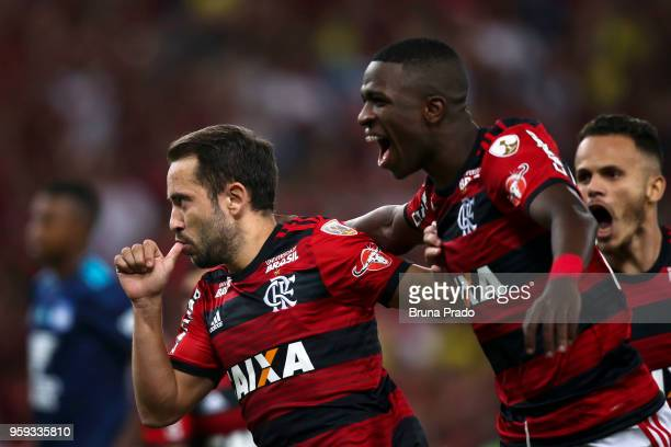 Everton Ribeiro and Vinicius Junior of Flamengo celebrate a scored goal during a Group Stage match between Flamengo and Emelec as part of Copa...