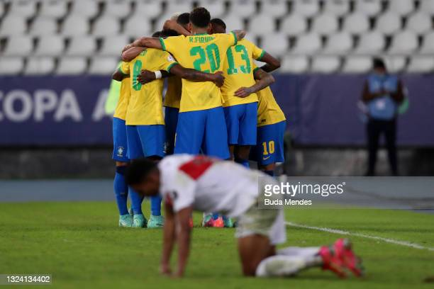 Everton Ribeiro of Brazil celebrates with teammates after scoring the third goal of his team during a match between Brazil and Peru as part of Group...