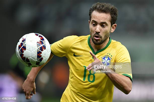 Everton Ribeiro of Brazil controls the ball during the International Friendly Match between Brazil and Mexico at Allianz Parque on June 7 2015 in Sao...
