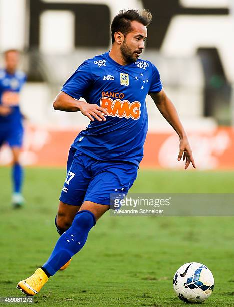 Everton Ribeiro of Cruzeiros in action during the match between Santos and Cruzeiro for the Brazilian Series A 2014 at Vila Belmiro stadium on...