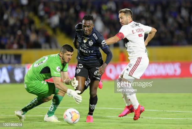 Everton Ribeiro of Flamengo fights for the ball with Beder Caicedo of Independiente del Valle during the first leg between Independiente del Valle...