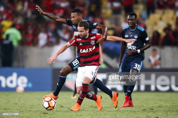 Everton Ribeiro of Flamengo struggles for the ball with a Ayrton Preciado of Emelec during a Group Stage match between Flamengo and Emelec as part of...
