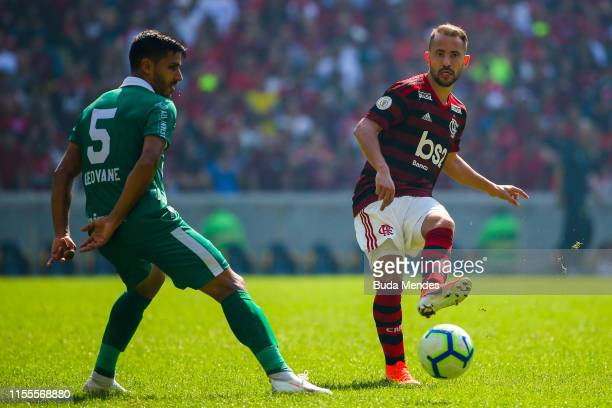Everton Ribeiro of Flamengo struggles for the ball with Geovane of Goias during a match between Flamengo and Goias as part of Brasileirao Series A...