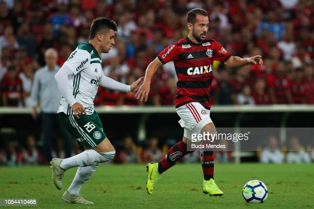 Everton Ribeiro of Flamengo struggles for the ball with Victor Luis of Palmeiras during a match between Flamengo and Palmeiras as part of Brasileirao...