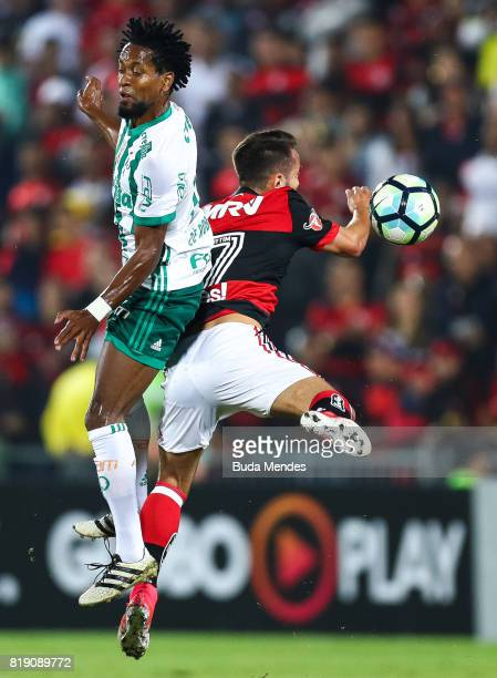 Everton Ribeiro of Flamengo struggles for the ball with Ze Roberto of Palmeiras during a match between Flamengo and Palmeiras as part of Brasileirao...