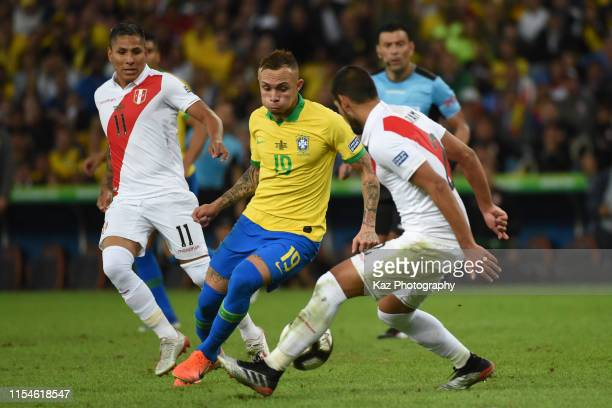 Everton Sousa of Brasil dribbles the ball under the puressrre from Luis Abram and Raul Ruidiaz of Peru during the Copa America Brazil 2019 Final...