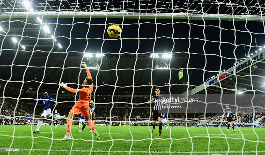 Everton striker Arouna Kone (l) scores the first goal past goalkeeper Jak Alnwick during the Barclays Premier League match between Newcastle United and Everton at St James' Park on December 28, 2014 in Newcastle upon Tyne, England.