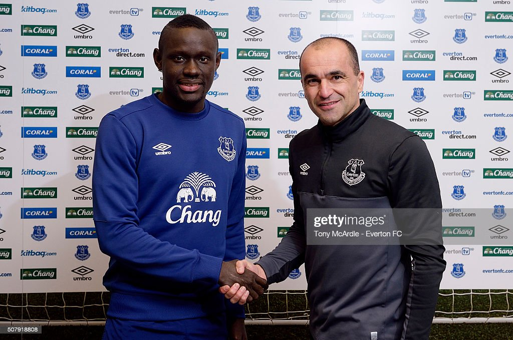 Everton unveil new signing Oumar Niasse with manager Roberto Martinez at Finch Farm on February 1, 2016 in Halewood, England.