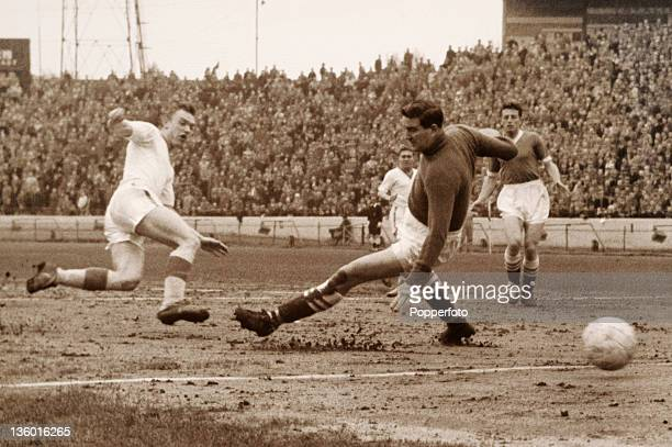 Everton winger Bobby Laverick beats Chelsea goalkeeper Bill Robertson to score during their football match at Stamford Bridge in London on 20th April...