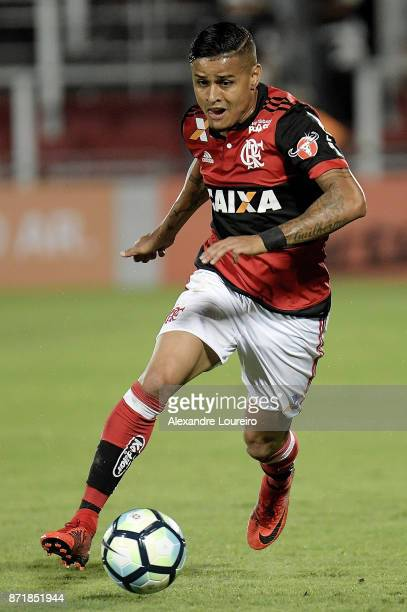 Everton of Flamengo runs with the ball during the match between Flamengo and Cruzeiro as part of Brasileirao Series A 2017 at Ilha do Urubu Stadium...