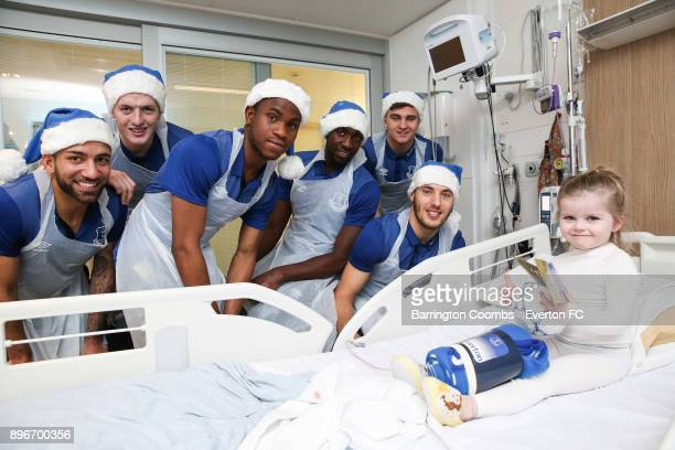 Everton's Aaron Lennon Jordan Pickford Ademola Lookman Yannick Bolasie Mateusz Hewelt and Nikola Vlasic pose with a child patient during their...
