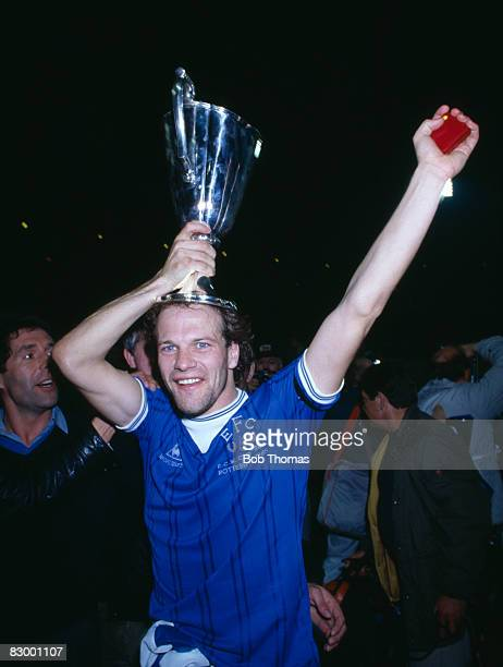 Everton's Andy Gray with the trophy after their victory over Rapid Vienna in the UEFA European Cup Winners Cup Final in Rotterdam, May 15th 1985....