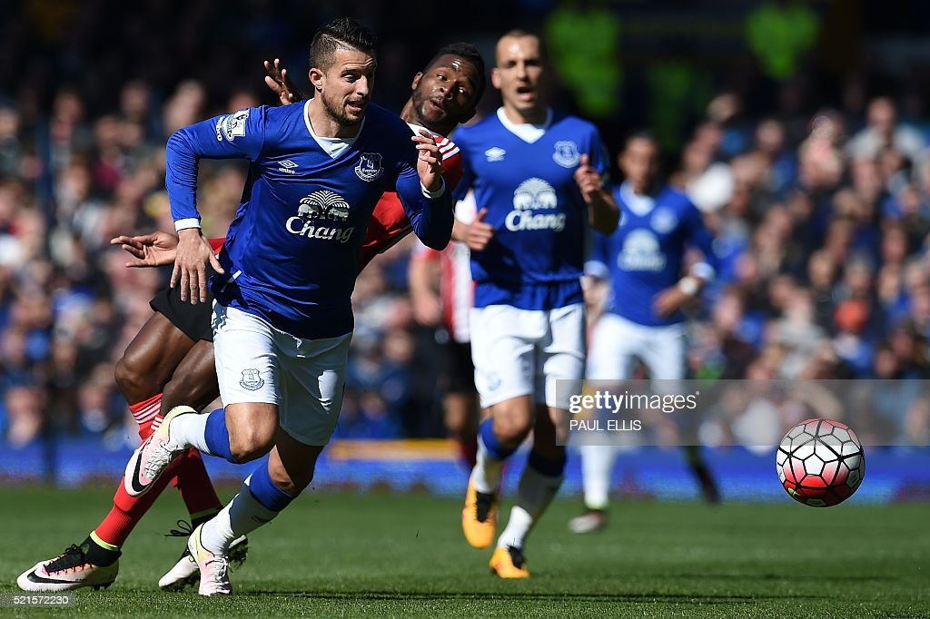 Everton's Belgian striker Kevin Mirallas chases the ball during the English Premier League football match between Everton and Southampton at Goodison Park in Liverpool, north west England on April 16, 2016. The game finished 1-1. / AFP / Paul ELLIS / RESTRICTED TO EDITORIAL USE. No use with unauthorized audio, video, data, fixture lists, club/league logos or 'live' services. Online in-match use limited to 75 images, no video emulation. No use in betting, games or single club/league/player publications. /