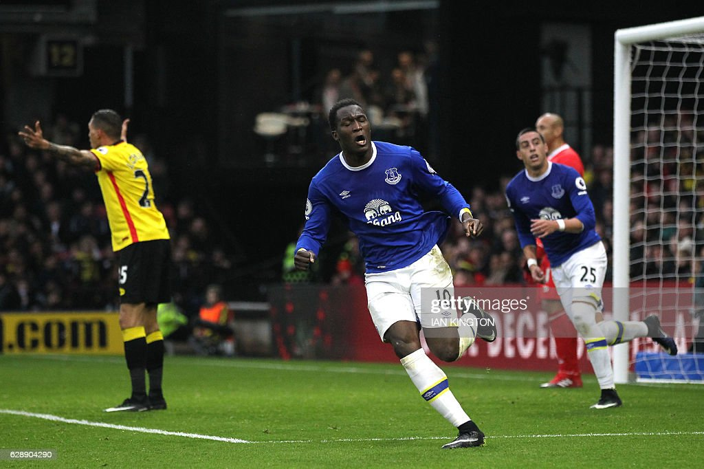 Everton's Belgian striker Romelu Lukaku (C) celebrates after scoring his second goal during the English Premier League football match between Watford and Everton at Vicarage Road Stadium in Watford, north of London on December 10, 2016. / AFP / Ian KINGTON / RESTRICTED TO EDITORIAL USE. No use with unauthorized audio, video, data, fixture lists, club/league logos or 'live' services. Online in-match use limited to 75 images, no video emulation. No use in betting, games or single club/league/player publications. /