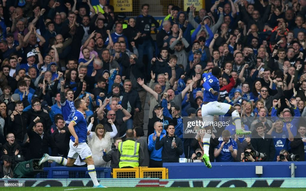 Everton's Belgian striker Romelu Lukaku (R) celebrates scoring his team's fourth goal during the English Premier League football match between Everton and Leicester City at Goodison Park in Liverpool, north west England on April 9, 2017. / AFP PHOTO / Paul ELLIS / RESTRICTED TO EDITORIAL USE. No use with unauthorized audio, video, data, fixture lists, club/league logos or 'live' services. Online in-match use limited to 75 images, no video emulation. No use in betting, games or single club/league/player publications. /