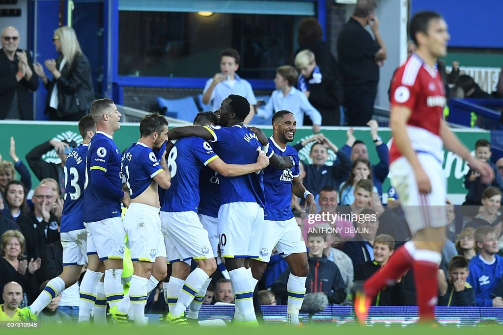 Everton's Belgian striker Romelu Lukaku (R) celebrates with teammates after scoring during the English Premier League football match between Everton and Middlesbrough at Goodison Park in Liverpool, north west England on September 17, 2016. / AFP / ANTHONY DEVLIN / RESTRICTED TO EDITORIAL USE. No use with unauthorized audio, video, data, fixture lists, club/league logos or 'live' services. Online in-match use limited to 75 images, no video emulation. No use in betting, games or single club/league/player publications. /