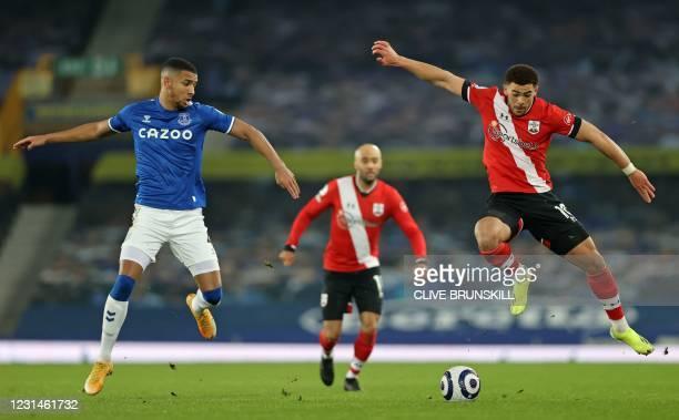 Everton's English defender Mason Holgate vies with Southampton's English midfielder Che Adams during the English Premier League football match...