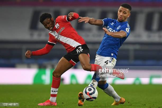Everton's English defender Mason Holgate vies with Southampton's English midfielder Nathan Tella during the English Premier League football match...