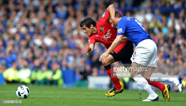 Everton's English defender Phil Jagielka vies with Blackburn Rovers' Paraguayan striker Roque Santa Cruz during the English Premier League football...