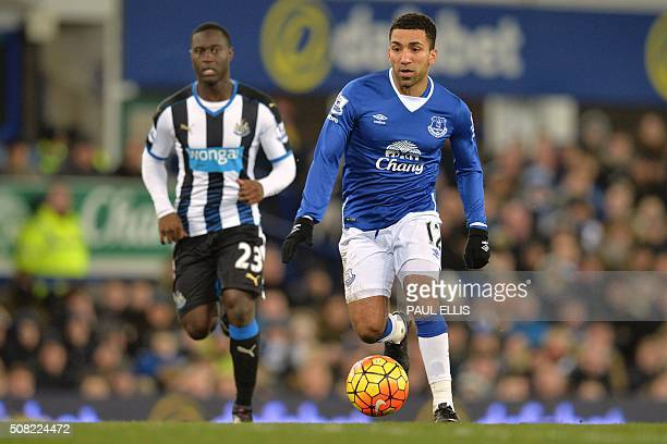 Everton's English midfielder Aaron Lennon runs with the ball during the English Premier League football match between Everton and Newcastle United at...
