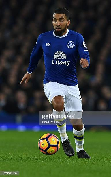 Everton's English midfielder Aaron Lennon runs with the ball during the English Premier League football match between Everton and Arsenal at Goodison...