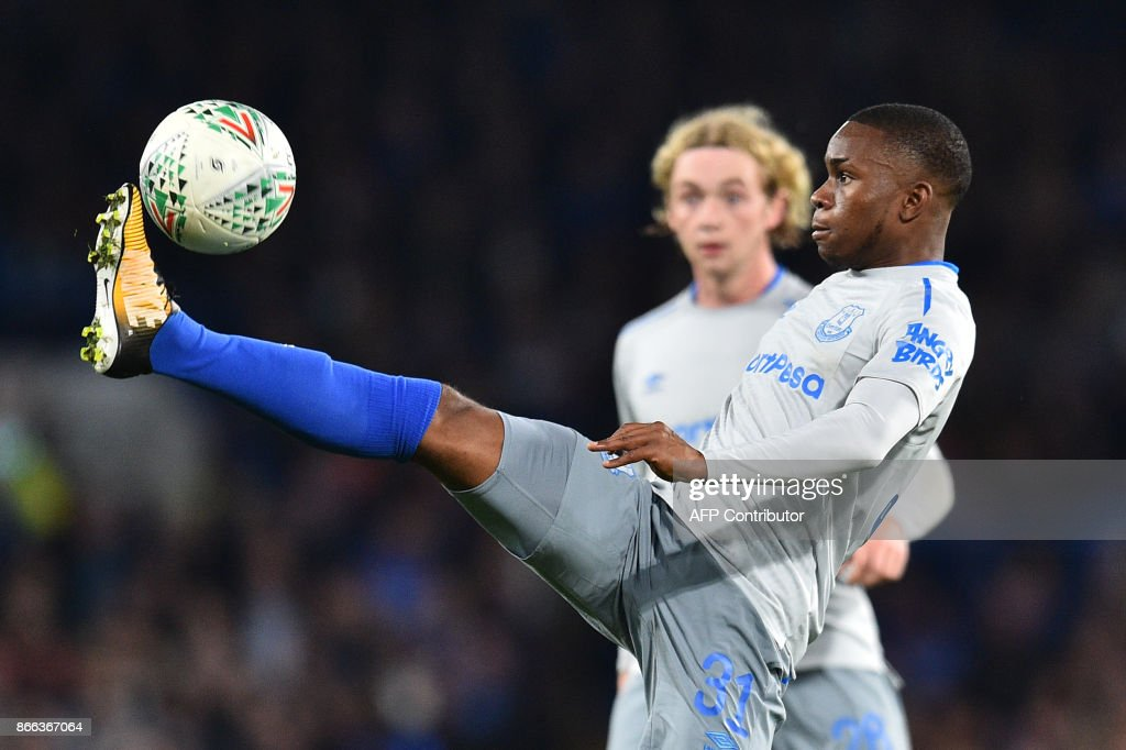 TOPSHOT - Everton's English striker Ademola Lookman controls the ball during the English League Cup fourth round football match between Chelsea and Everton at Stamford Bridge in London on October 25, 2017. / AFP PHOTO / Glyn KIRK / RESTRICTED TO EDITORIAL USE. No use with unauthorized audio, video, data, fixture lists, club/league logos or 'live' services. Online in-match use limited to 75 images, no video emulation. No use in betting, games or single club/league/player publications. /