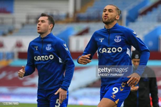 Everton's English striker Dominic Calvert-Lewin and Everton's English defender Michael Keane warm up ahead of the English Premier League football...
