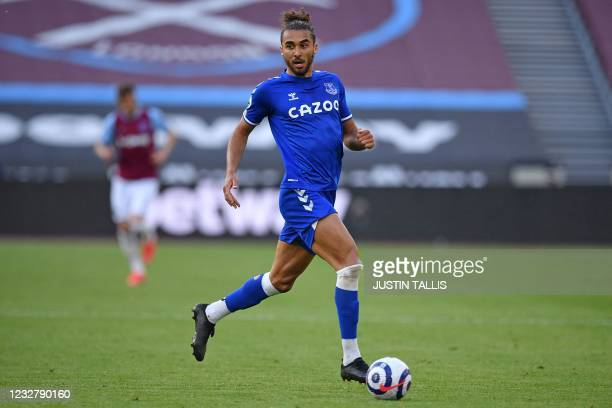 Everton's English striker Dominic Calvert-Lewin runs with the ball during the English Premier League football match between West Ham United and...
