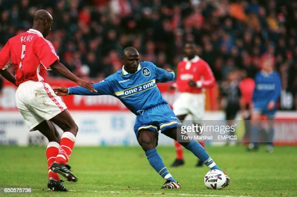 Everton's Ibrahima Bakayoko shoots for goal as Charlton Athletic's Richard Rufus closes in
