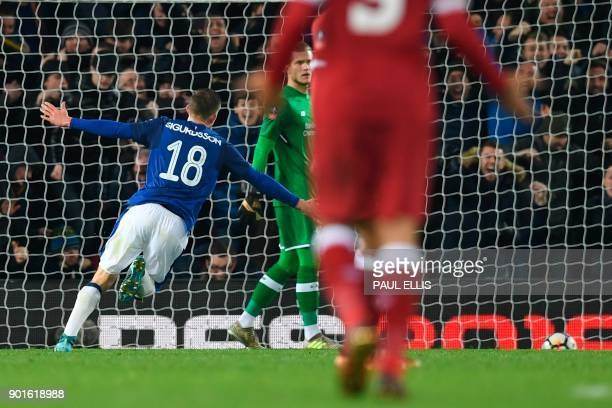 Everton's Icelandic midfielder Gylfi Sigurdsson celebrates scoring their first goal to equalise 11 during the English FA Cup third round football...