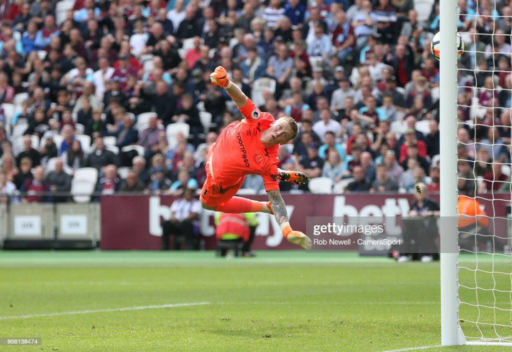 Everton's Jordan Pickford cannot stop West Ham United's third goal scored by Manuel Lanzini during the Premier League match between West Ham United and Everton at London Stadium on May 13, 2018 in London, England.