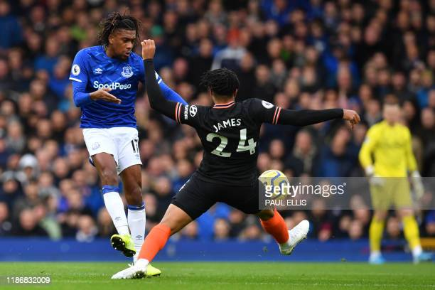 Everton's Nigerian midfielder Alex Iwobi vies with Chelsea's English defender Reece James during the English Premier League football match between...