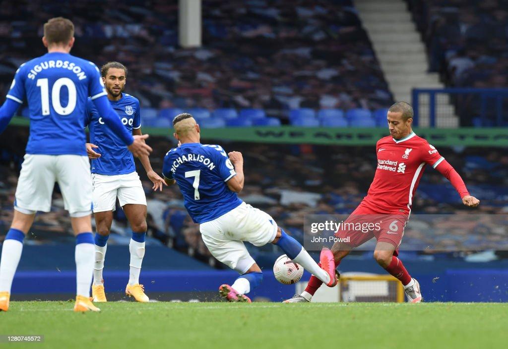 Everton v Liverpool - Premier League : Nachrichtenfoto