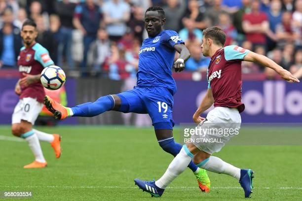 Everton's Senegalese striker Oumar Niasse vies with West Ham United's English defender Aaron Cresswell during the English Premier League football...
