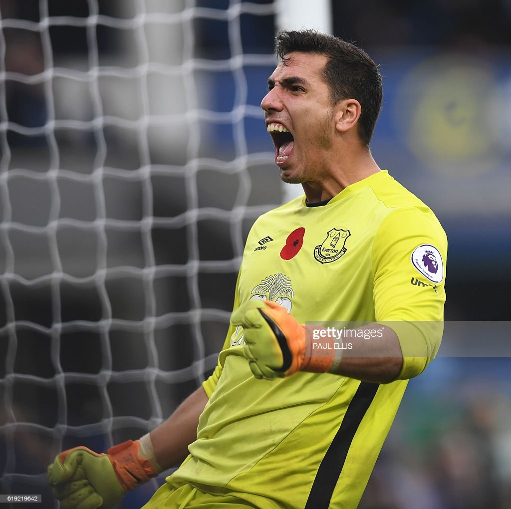 Everton's Spanish goalkeeper Joel Robles celebrates after Everton's English midfielder Ross Barkley (not pictured) scores their second goal during the English Premier League football match between Everton and West Ham United at Goodison Park in Liverpool, north west England on October 30, 2016. / AFP / PAUL ELLIS / RESTRICTED TO EDITORIAL USE. No use with unauthorized audio, video, data, fixture lists, club/league logos or 'live' services. Online in-match use limited to 75 images, no video emulation. No use in betting, games or single club/league/player publications. /
